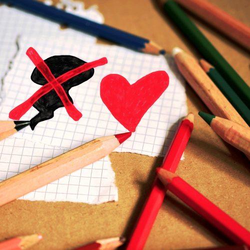 colored-pencils-1090000_1920
